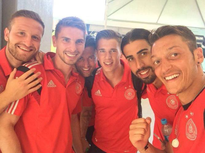Post-game selfie from Mesut Özil's Facebook feed.